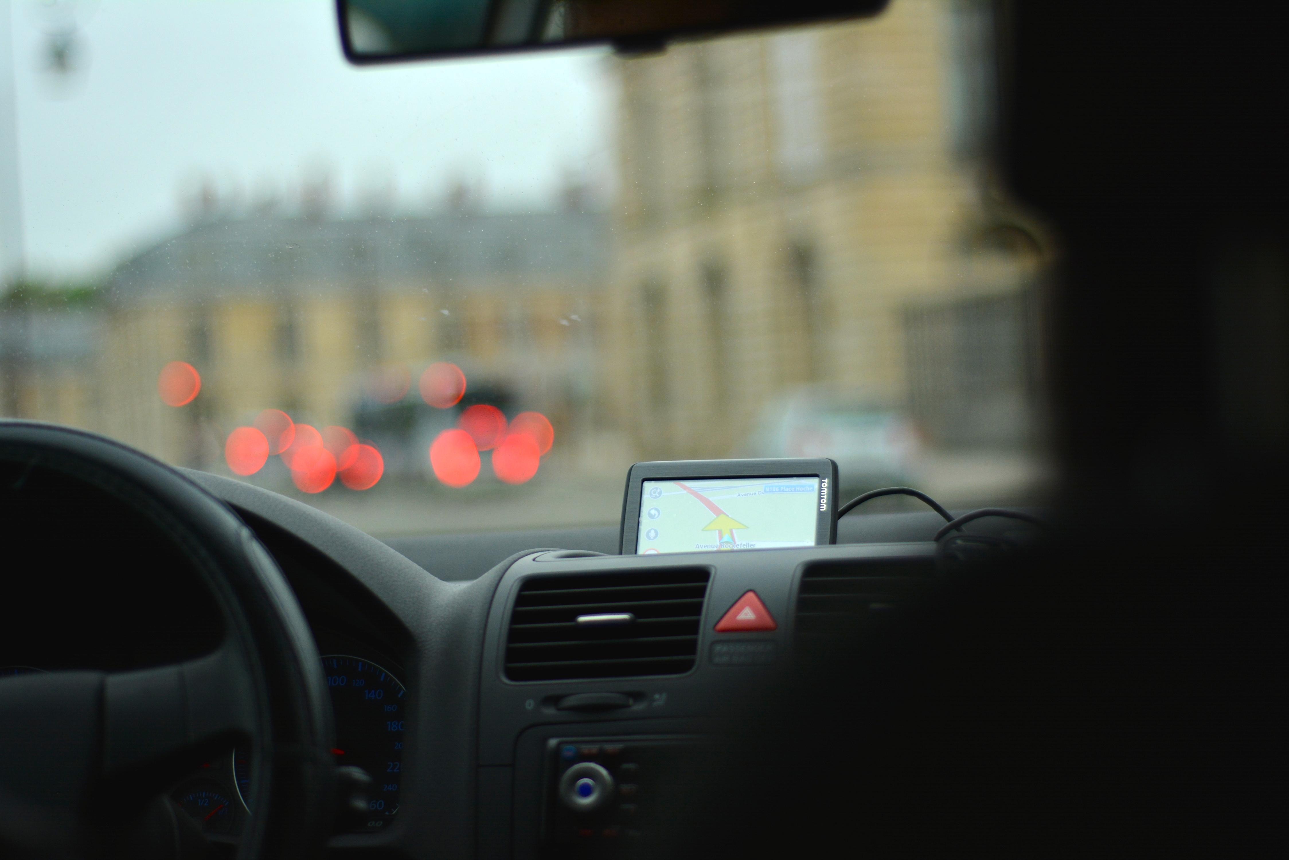 Kokoomusnuoret: 15-vuotiaille oikeus ajaa nopeusrajoitetulla henkilöautolla