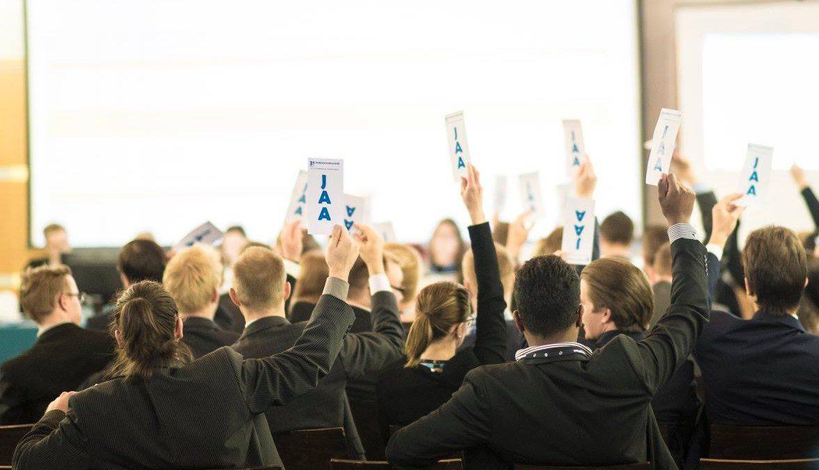 Valtuustoihin pääsi 98 alle 30-vuotiasta kokoomuslaista