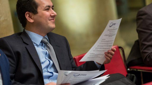 Kokoomusnuorten Ali-Reza Abdali valittiin EPP-nuorten hallitukseen