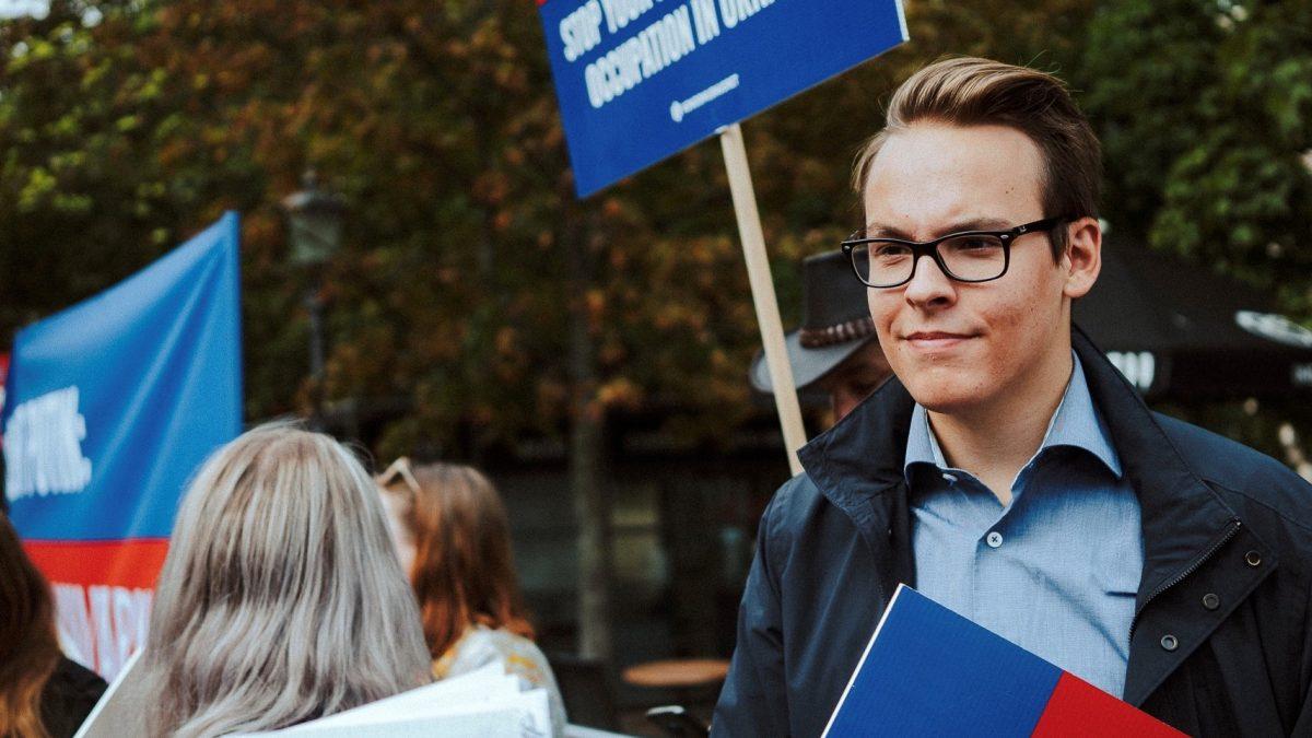 Kokoomusnuoret tyrmistyy: lukioiden tehtävä ei ole postittaa kansanedustajien vaalimainoksia