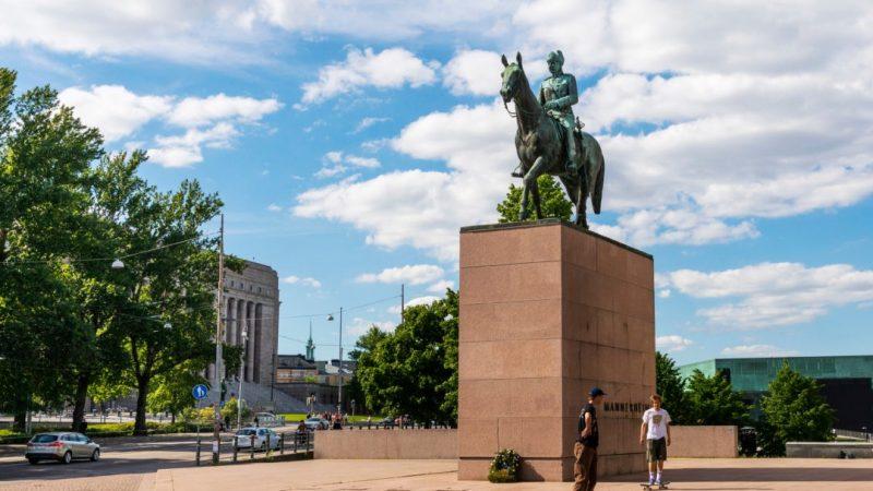 Kokoomusnuoret ja KD-nuoret: Mannerheimin patsas kuuluu Mannerheimintielle