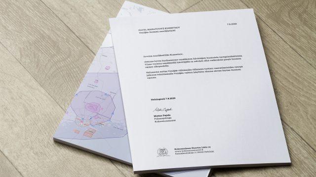 Kokoomusnuoret toimittaa kartan Suomen rajoista Venäjän suurlähettiläälle