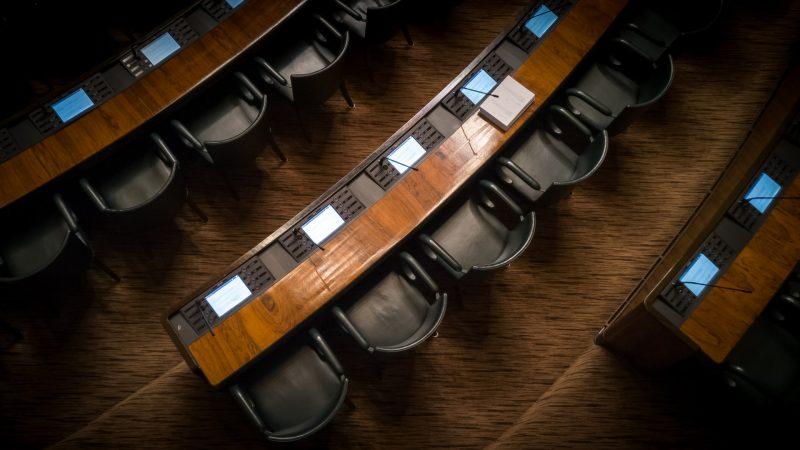 Kokoomusnuoret: Ei ole hyväksyttävää, että hallitus pakoilee median ja kansan kysymyksiltä