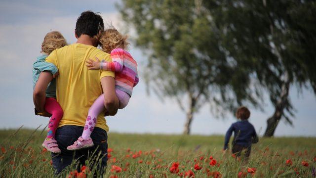 Kokoomusnuoret: Hallitus tarvitsee enemmän kunnianhimoa perhevapaiden uudistamiseen!